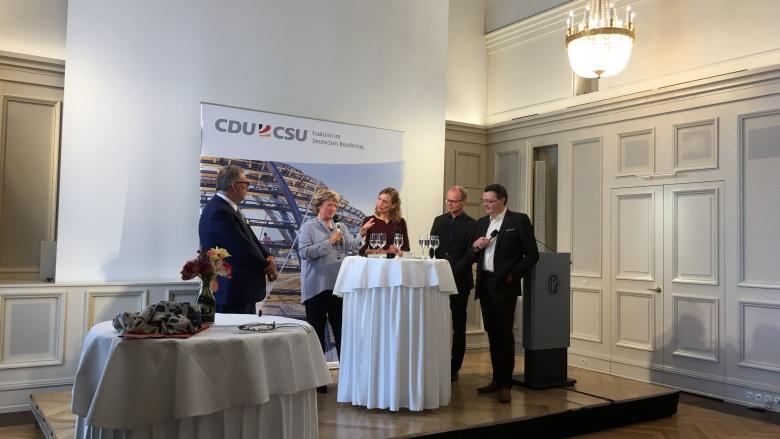 Diskussion beim Filmempfang der CDU/CSU-Bundestagsfraktion. Foto: Diana Tuppack