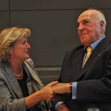 Monika Grütters mit Bundeskanzler a. D. Dr. Helmut Kohl