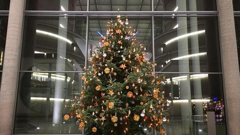 Weihnachtsbaum im Paul-Löbe-Haus. Foto: Diana Tuppack