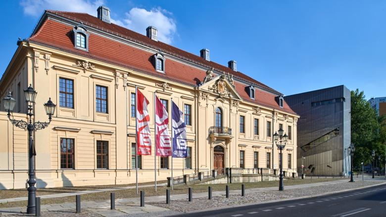 Blick auf den Altbau und den Libeskind-Bau. Foto: Jüdisches Museum Berlin | Yves Sucksdorff