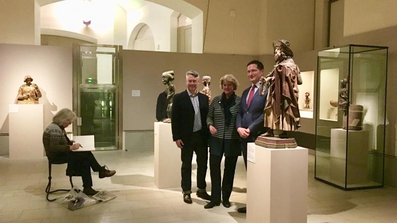 """Ausstellung """"Unvergleichlich"""" mit Jonathan Fine, Monika Grütters und Dr. Julien Chapuis (v.l.n.r.). Foto: Diana Tuppack"""