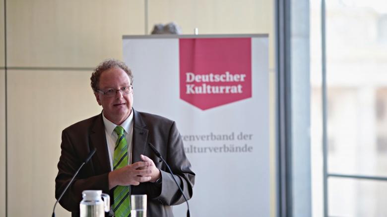 """Olaf Zimmermann (Geschäftsführer Deutscher Kulturrat / Herausgeber """"Wachgeküsst - 20 Jahre neue Kulturpolitik des Bundes 1998 – 2018""""). Foto: Janne Litzenberger"""
