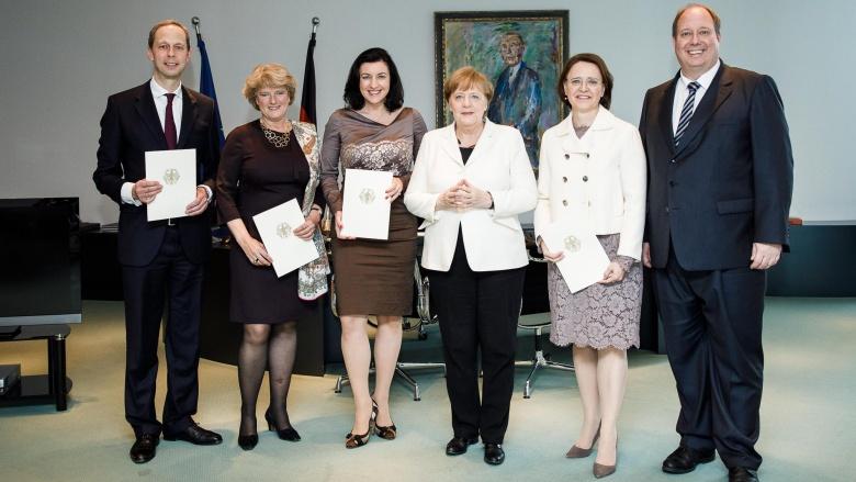 Ernennung der Staatsministerinnen und Staatsminister bei der Bundeskanzlerin. Foto: Bundesregierung | Jesco Denzel
