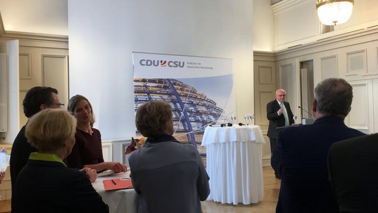 Volker Kauder beim Filmempfang der CDU/CSU-Bundestagsfraktion. Foto: Diana Tuppack