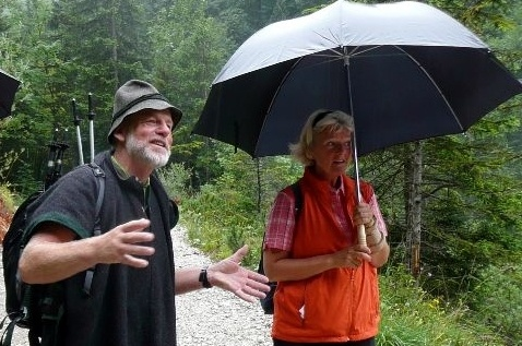 Monika Grütters mit ihrem Bergführer in Elmau