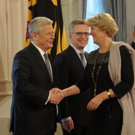 Neujahrsempfang des Bundespräsidenten am 10. Januar 2017 - Monika Grütters mit Joachim Gauck und Thomas de Maizière