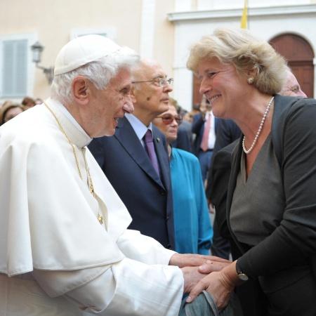 Monika Grütters mit Papst Benedikt XVI in Castel Gandolfo. Foto: Osservatore Romano | Daniel-Barenboim-Stiftung
