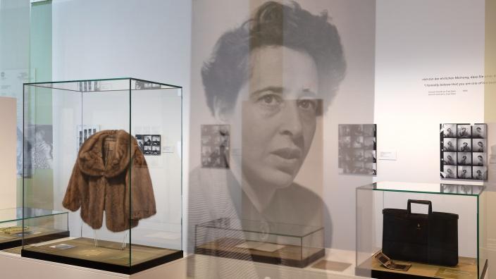 Ausstellungsansicht. Objekte aus der Schenkung Edna Brocke an das DHM. ©DHM/Thomas Bruns