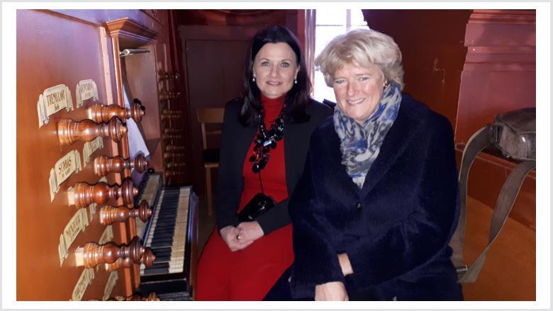 Monika Grütters und Gitta Connemann in der Georgskirche in Weener. Foto: Büro Prof. Monika Grütters MdB